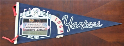 1965 NY YANKEES TEAM PICTURE PENNANT