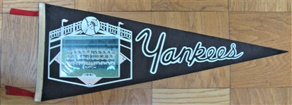 1961 NEW YORK YANKEE TEAM PICTURE PENNANT